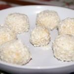 Кулинарные рецепты — Домашние конфеты из творога, песочного печенья и кокосовой стружки